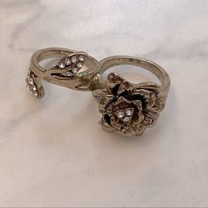 Gold finish Floral cocktail ring for two fingers